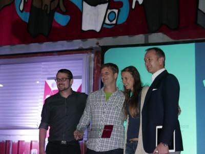 CREA_Bussines Idea Contest_zmagovalna ekipa Homey z investitorjem